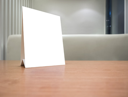 mostradores: Maqueta marco Men� en blanco en la tabla en el restaurante cafeter�a