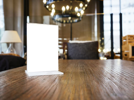 barra: Maqueta marco de men�s en la tabla con el fondo Restaurante Cafeter�a Tienda Interior Foto de archivo