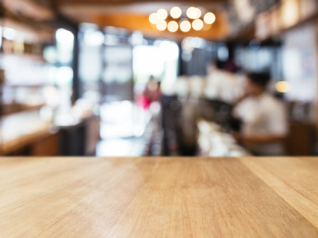 Table top counter with Blur people interior Retail shop background Standard-Bild