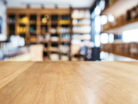 Table top counter with Blur Shlef product display interior of Retail shop background Foto de archivo