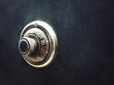 proteccion: c�digo de bloqueo de seguridad en la caja de seguridad bancaria