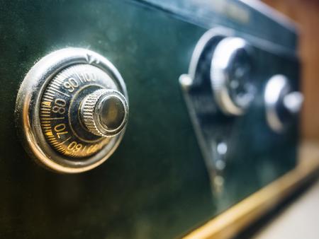 código de bloqueo de seguridad en la caja de seguridad bancaria