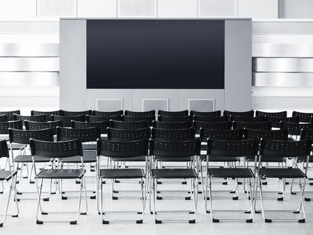 edificio escuela: sala de conferencias Seminario reunión de negocios con los asientos y la pantalla en blanco Foto de archivo