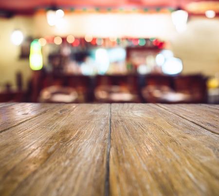 クリスマス テーブル トップぼやけたカウンター バーの背景ライト装飾