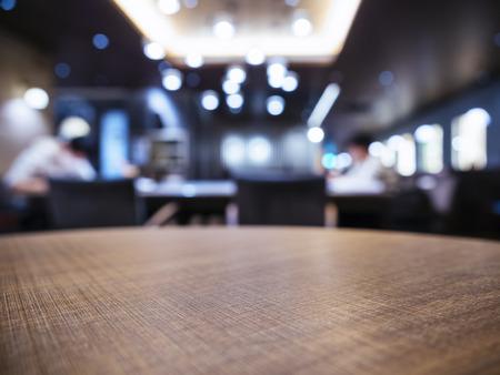 テーブル トップぼやけたバー レストラン ショップ背景の人々 と