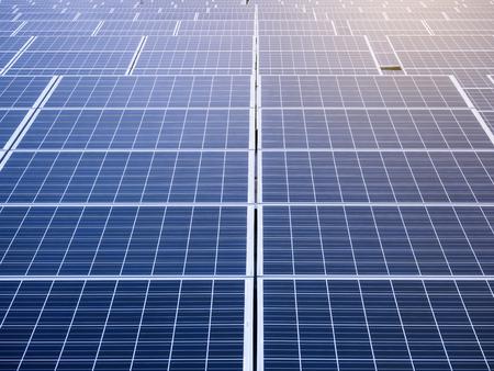 energías renovables: Los paneles solares Energía Renovable guardar el concepto de Ecología Industrial Foto de archivo