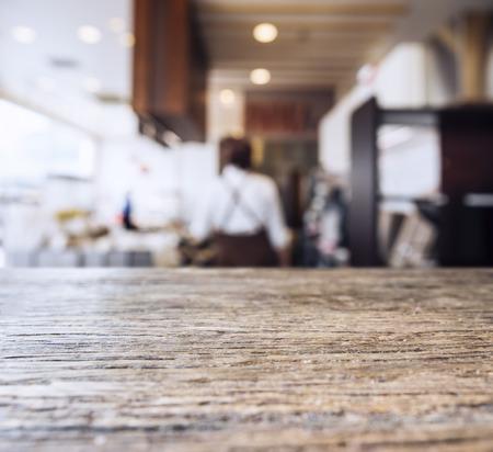 テーブル トップ カウンター人とレストラン カフェ背景がぼやけて 写真素材