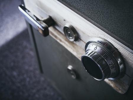 Código de bloqueo de seguridad en la caja de seguridad del sistema de seguridad bancaria Foto de archivo - 56320361