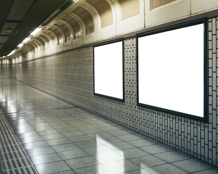Blanco Mock up Billboard Banners Lichtbak in metrostation perspectief Stockfoto