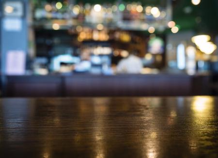 Blat Licznik z Niewyraźne Tło Bar Restaurant Zdjęcie Seryjne