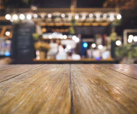 バー カフェ レストランのテーブル トップ カウンターぼやけて背景