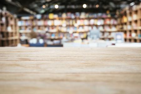 テーブル トップ本棚書店背景がぼやけてカウンター