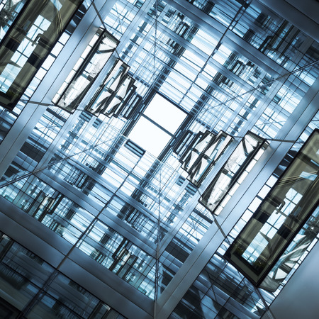 モダンな幾何学的なガラス スチール正面建物建築詳細