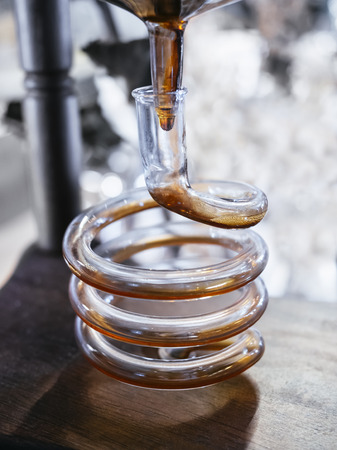 Kaltes Gebräu Kaffeesystem Flüssigkeit in Prozess Syphon Bar
