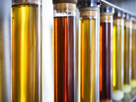 튜브 연료 연구 연료 산업의 에탄올 오일 테스트 스톡 콘텐츠