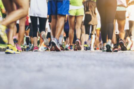 마라톤 주자는 사람들이 인종 야외 스포츠 이벤트를 군중 스톡 콘텐츠