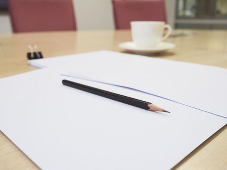 lapiz y papel: Blank paper document with pencil on Table meeting room