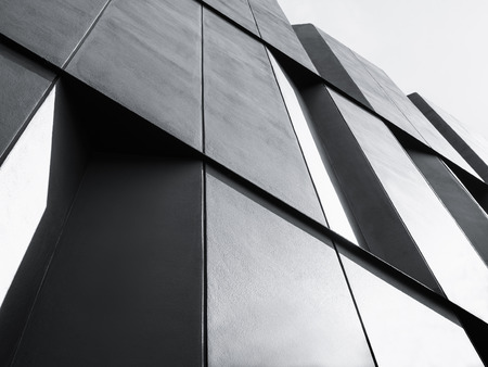 建築建物の黒と白のモダンなファサードを詳細します。