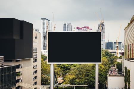 빈 빌보드 모의 미디어 디스플레이 야외 건물 풍경 배경