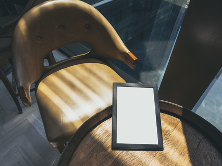 아침 식사 표시등이있는 카페 테이블에서 모의 식사 스톡 콘텐츠