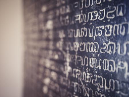 石の碑文アルファベットの歴史古代文字テクスチャ背景 写真素材