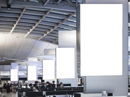 Mock up Light Box-set Media Banner Template Display Luchthaveninterieur met mensen