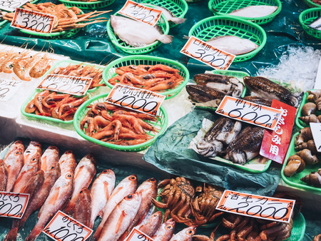 Selling seafood in Japan fish market Фото со стока
