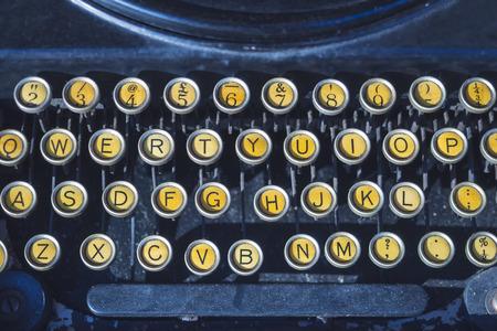 빈티지 타자기 편지 버튼에 가까이 스톡 콘텐츠 - 84827443
