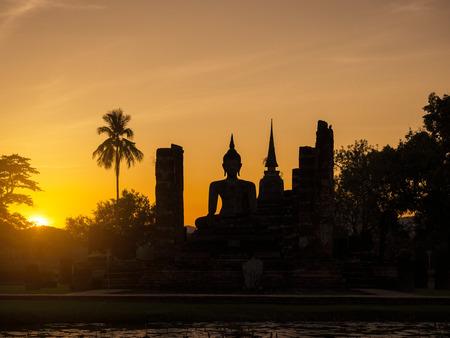 スコータイ歴史公園世界遺産タイのシルエット仏パゴダ風景日没