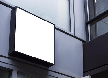 Makieta szyldu czarna ramka Sklepowa ekspozycja na zewnątrz budynku