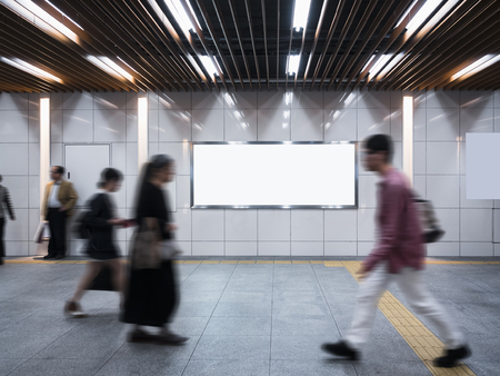 공공 건물의 배너 간판 표시 모의 사람들 걷기 스톡 콘텐츠