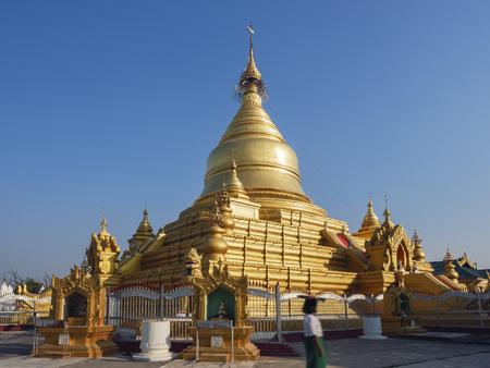 Shwezigon Paya pagoda Landmark Temple historical Architecture Bagan Banco de Imagens