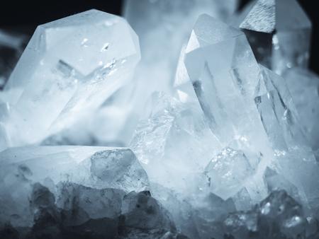 Kryształ mineralny Kwarc skała biała tekstura Natura abstrakcyjne tło Zdjęcie Seryjne
