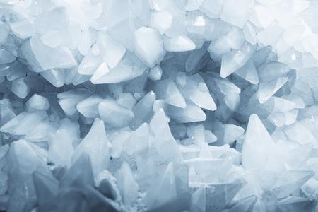 Mineralny kryształ kwarc skała biała tekstura natura abstrakcyjne tło Zdjęcie Seryjne