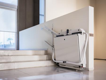 Installation d'ascenseur d'escalier pour handicapés bâtiment intérieur Ascenseur pour fauteuils roulants