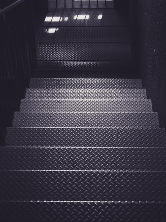 Étape d'escalier en métal Détails de l'architecture Contexte de l'industrie