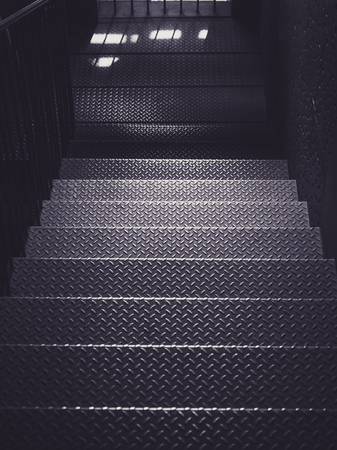 Escaleras de metal paso Detalles de la arquitectura Fondo de la industria