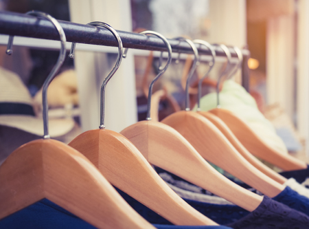 Clothing on Hangers Fashion retail Display Shop Business concept Foto de archivo - 124532044