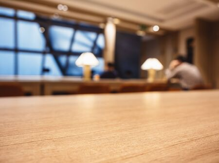 Tablero de la mesa Contador Blur Bar Cafe Lounge Fondo interior Foto de archivo