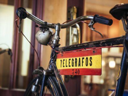 Vélo Vintage Postier Transporteur de Véhicules Transporteur de Lettres