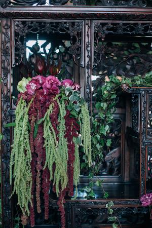 Trendy wedding flower decor in boho style