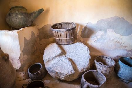 greek pot: Ceramica greca e brocca di argilla, vaso, vaso in monastero in Messar� Valle Creta, Grecia