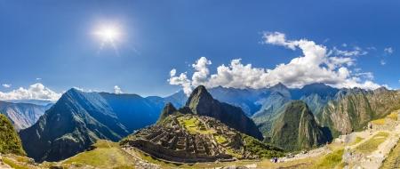 incan: Panorama della citt� Mysterious - Machu Picchu, Per�, Sud America. Le rovine Inca e terrazzo. Esempio di opera poligonale e abilit�