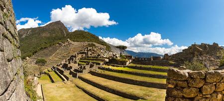 incan: Panorama della citt� Mysterious - Machu Picchu, Per�, Sud America. Le rovine Inca. Esempio di muratura poligonale e abilit�