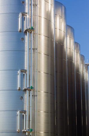 wine industry: industrial stainless stell silos for wine industry