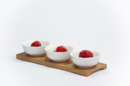 Stil: stil life of organic strawberries grouped in cups Stock Photo
