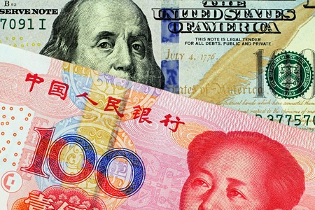 A macro image of a Chinese one hundred yuan bank note with an American one hundred dollar bill Banque d'images - 118570521