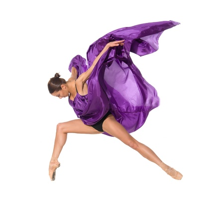 the acrobatics: bailarina de ballet en el salto de volar en los tejidos aislados sobre fondo blanco