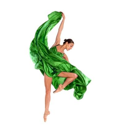 ballett: Ballett-T�nzerin in fliegenden Satinkleid auf wei�em Hintergrund