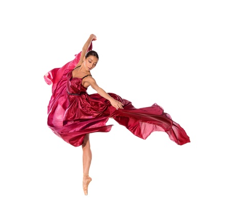 acrobacia: bailar�n de ballet en vestido de sat�n volando aisladas sobre fondo blanco